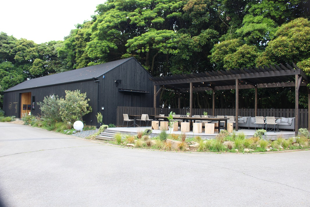 small planet CAMP & GRILL内のカフェ